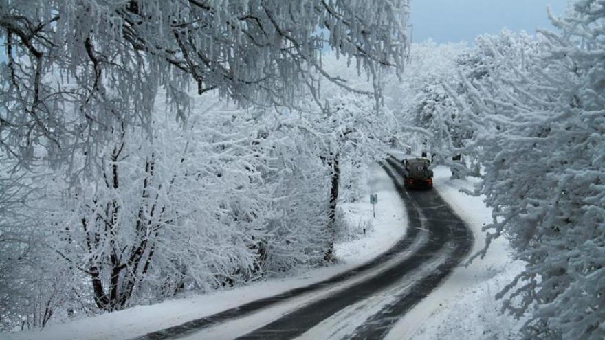Video Česko se potýká s ledovkou. D1 sedm hodin stála