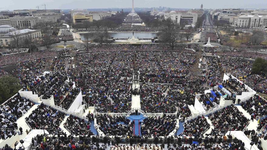 Video Trump kritizuje média kvůli inauguraci
