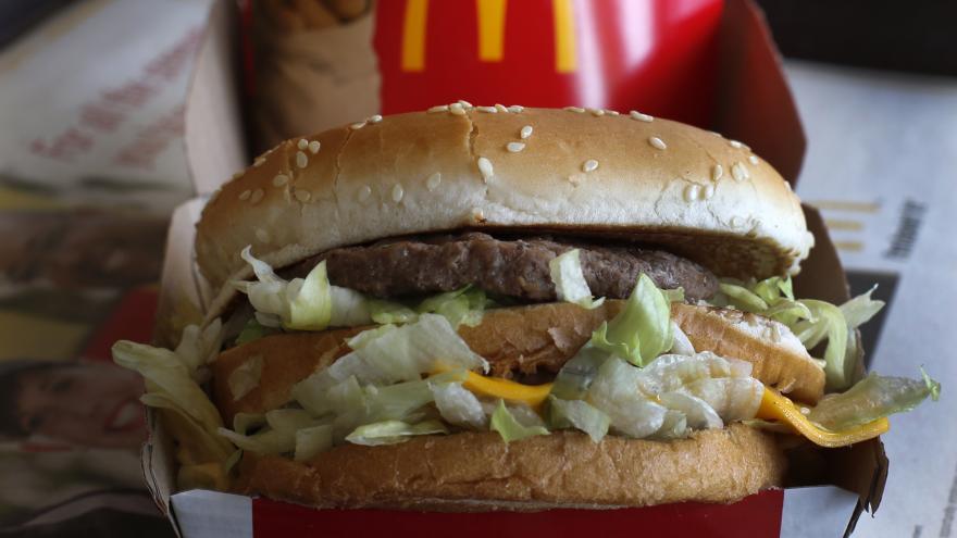 Video McDonald's prodává Čechům hamburgery už čtvrtstoletí
