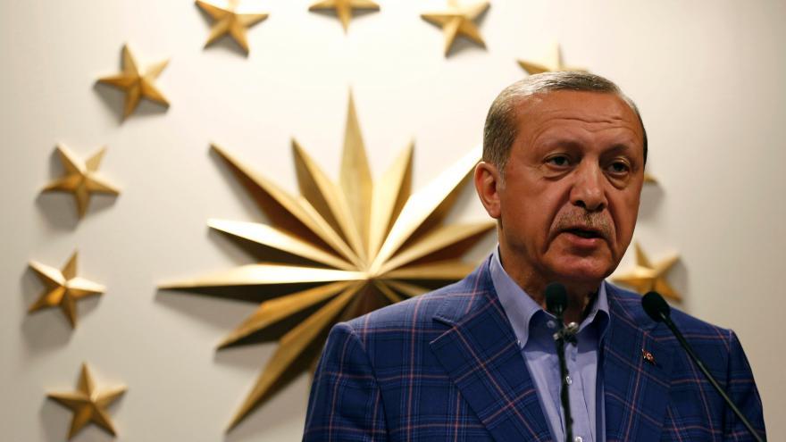 Video Turci podpořili přechod z parlamentního systému na prezidentský
