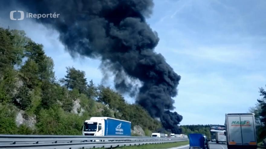 Video iReportér Ivan Sýkora: Požár pneumatik na Benešovsku