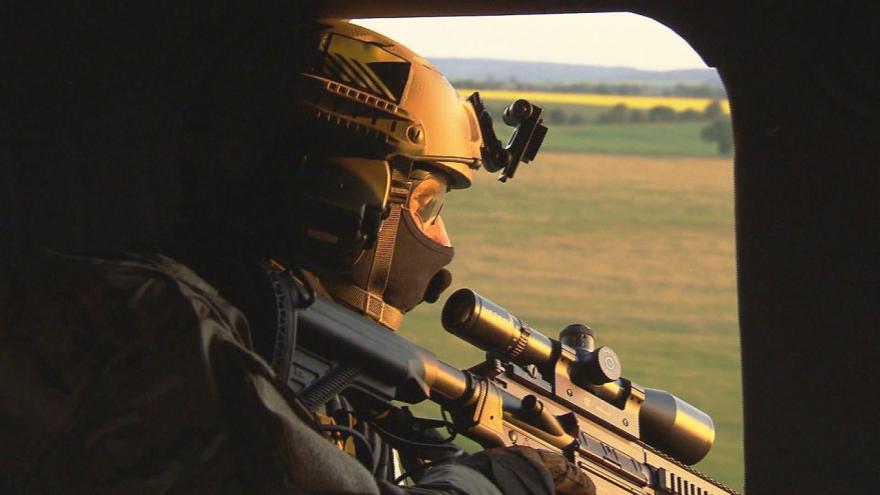 Video Redaktor ČT exkluzivně na cvičení české armády na záchranu rukojmích v zahraničí