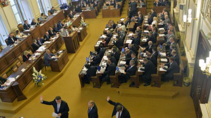 Video Události: Sněmovna schválila novelu o DPH na poslední chvíli