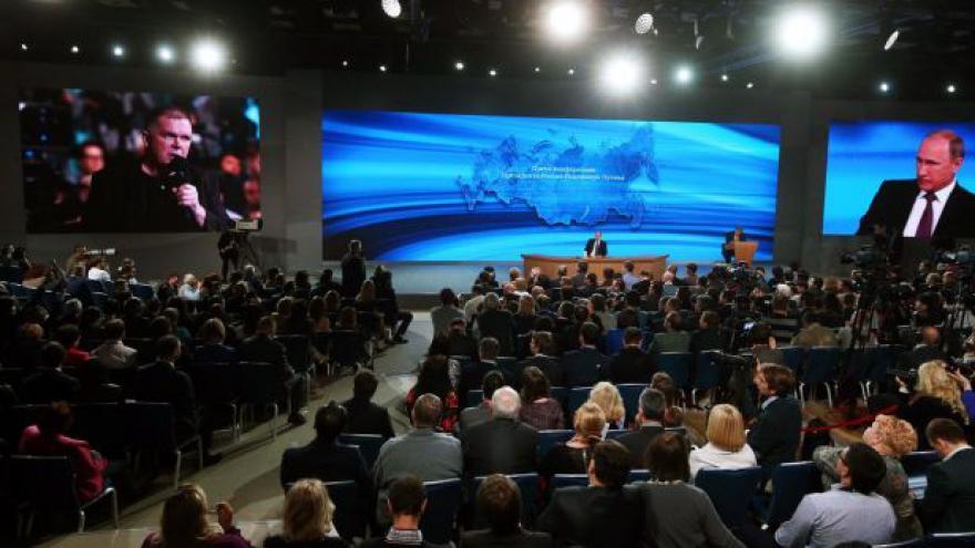 Video Adriana Dergam k výroční tiskovce ruského prezidenta