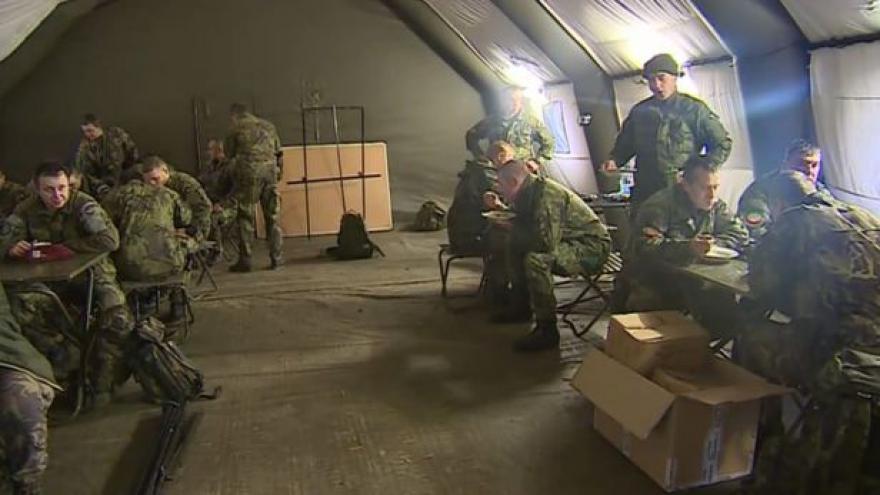 Video Vojáci převzali ostrahu nad muničním areálem