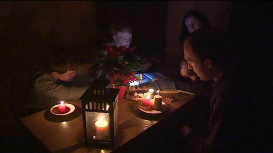 Video Kvůli ledu bez elektřiny - rodiny se přizpůsobují