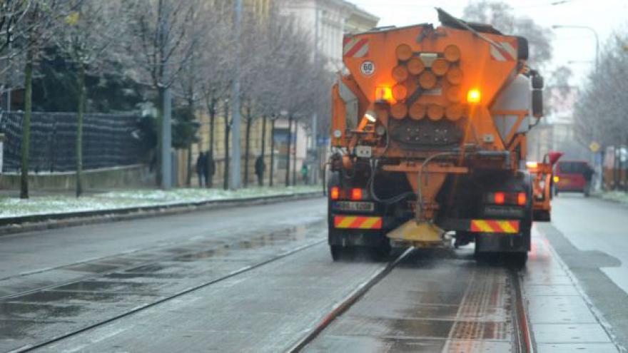 Video NO COMMENT: Popadané stromy a zastavená doprava na kraji Brna