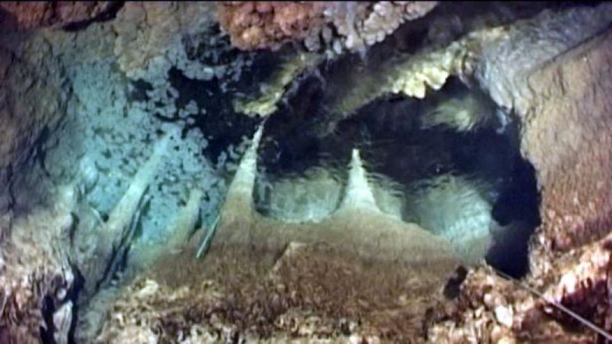 Video Hranická propast pustila potápěče ještě hlouběji