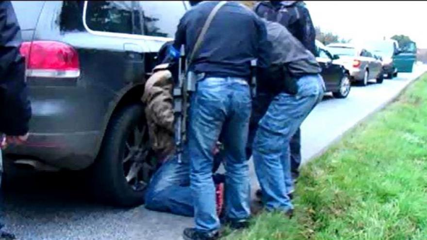 Video Zatýkání padělatelů (záběry Policie ČR)