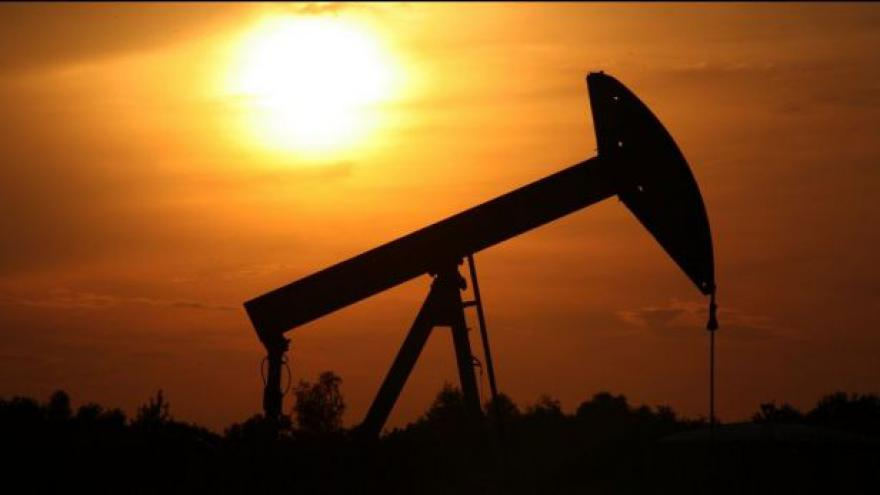 Video Události ČT: Cena benzinu a nafty se na pumpách drží vysoko