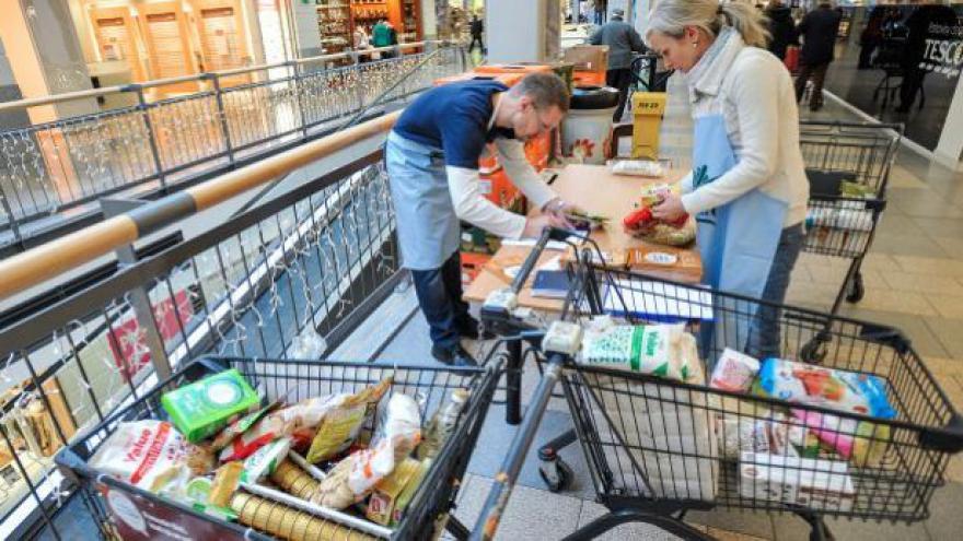 Video Po celou sobotu mohli lidé darovat potraviny potřebným
