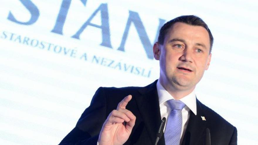 Video Hejtman Půta čelí obvinění z korupce