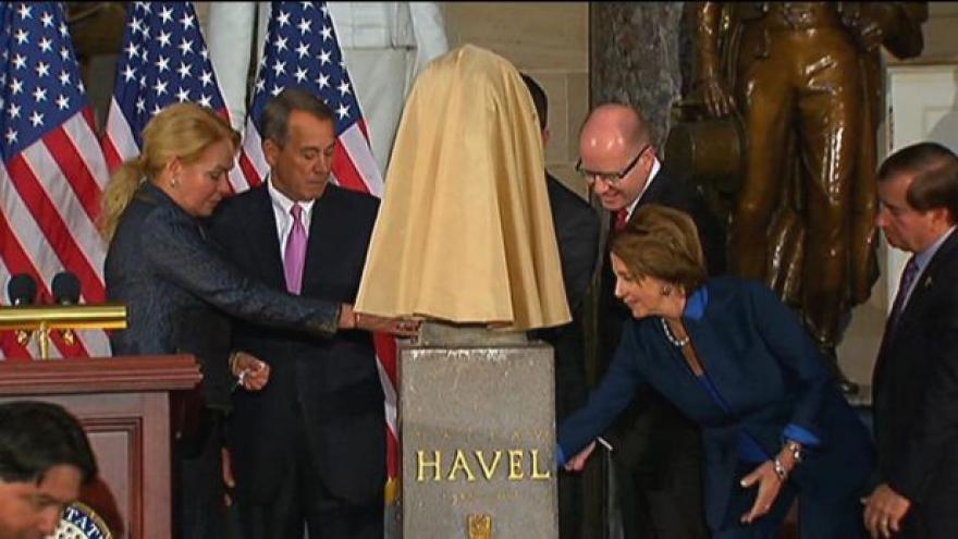 Video Události: Václav Havel má bustu v Kapitolu