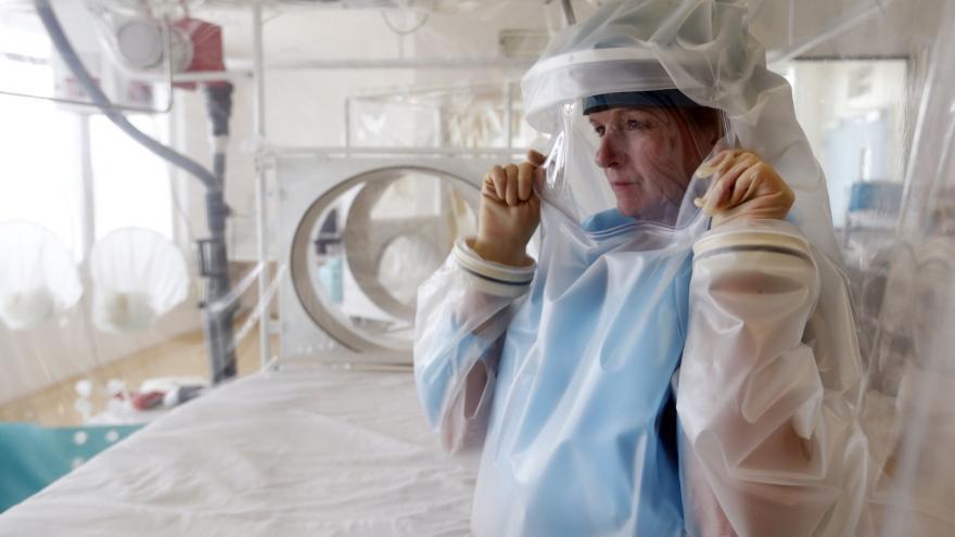 Video 40 let s ebolou