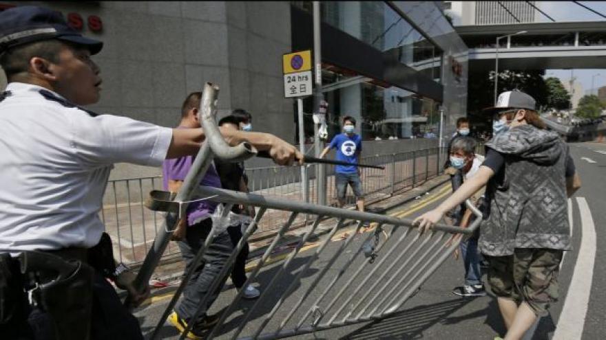 Video Hongkong zažil nejtvrdší zákroky ze strany policie