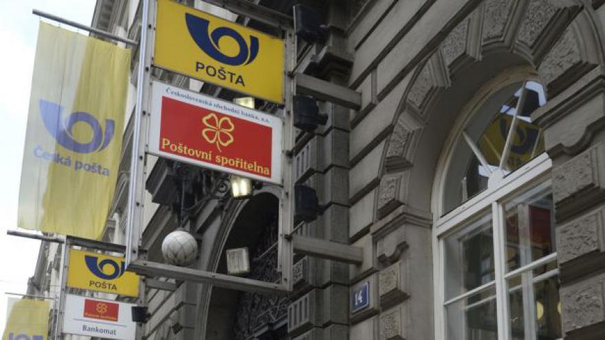 Video Premiér uvažuje o zřízení poštovní banky