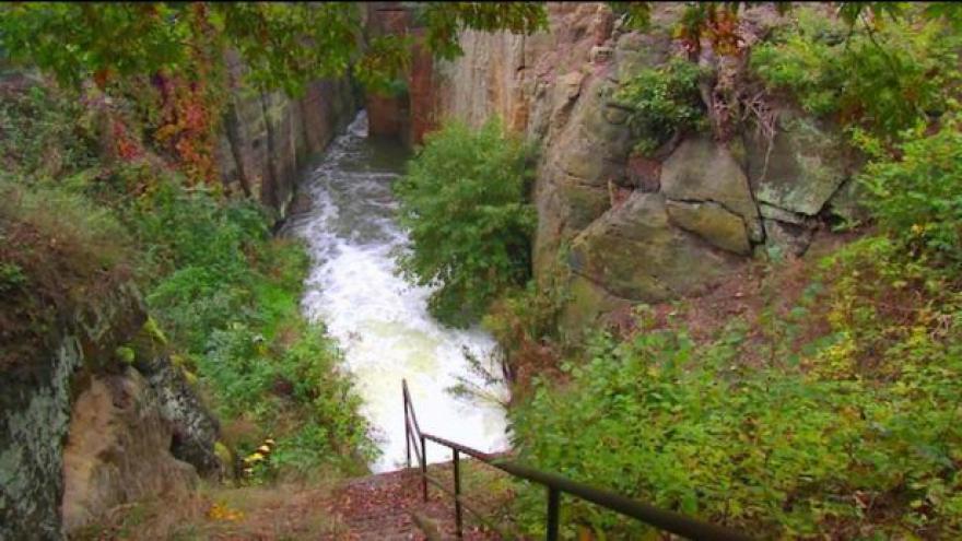 Video Máchovo jezero začalo s vypouštěním vody