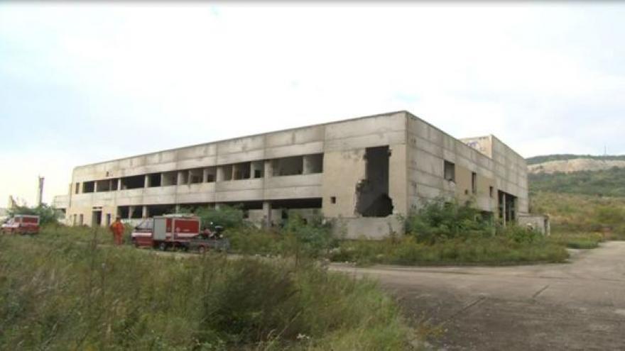 Video NO COMMENT: Demolice části nedostavěné továrny pod kopcem Hády