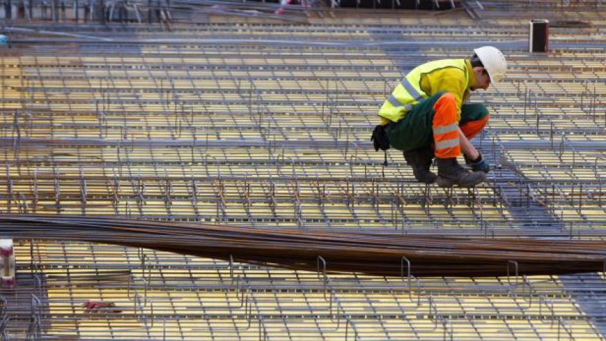 Video Ředitel CEEC Research: Firmy s nabíráním stavařů váhají