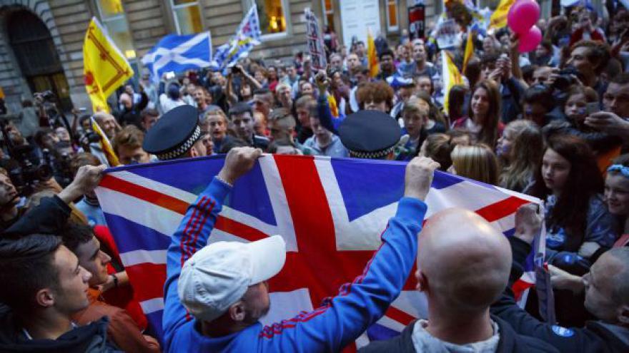 Video Události k referendu: Skotsko zůstává součástí Británie