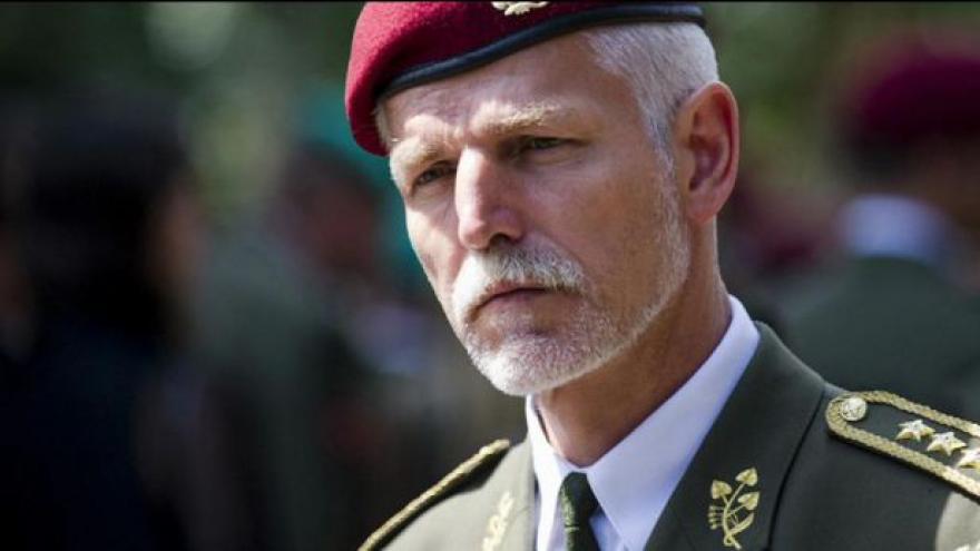 Video Postaví se český generál do čela vojenských sil NATO?