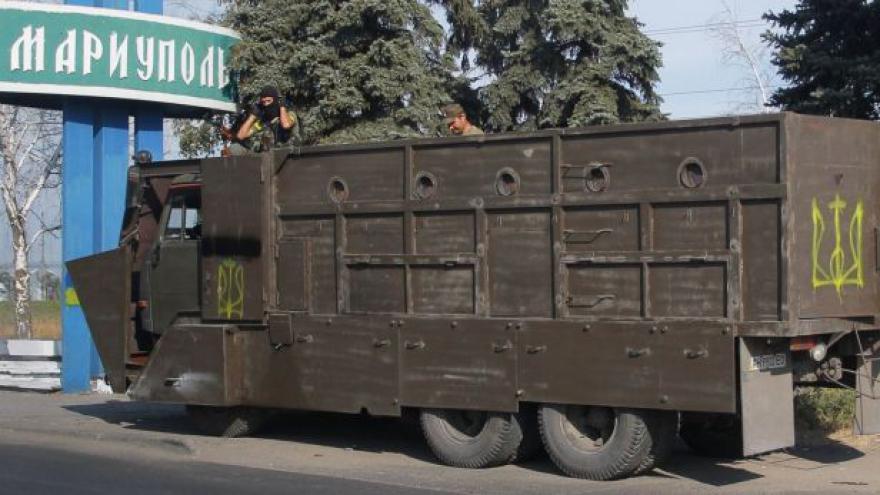 Video Mariupol se připravuje na útok