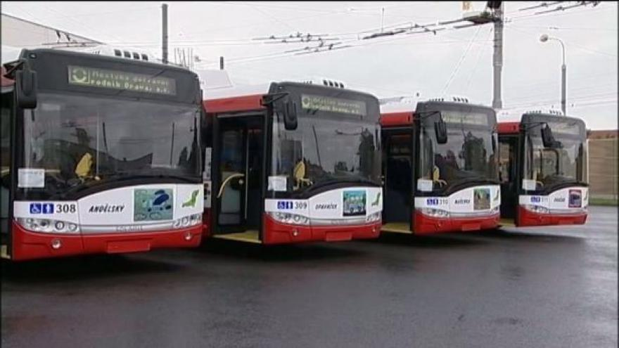 Video Opavský dopravní podnik nahradil shořelé trolejbusy novými