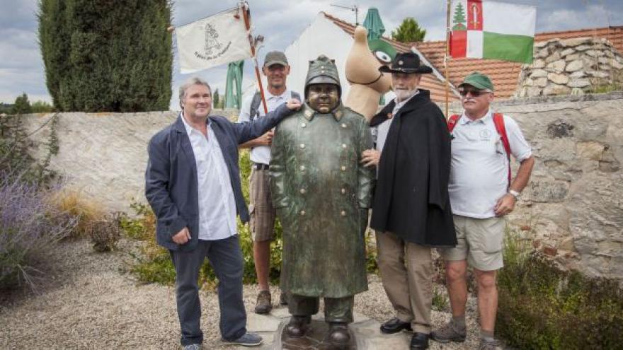 Video Dobrý voják Švejk se dočkal sochy v Putimi