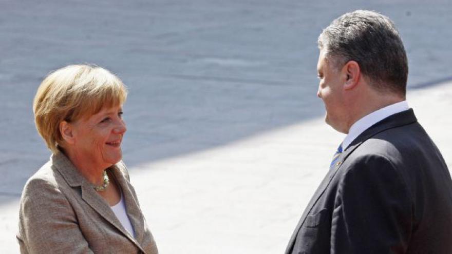 Video Merkelová přijela na Ukrajinu, ruský konvoj odjel