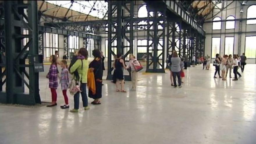 Video Neviditelná výstava Tomáše Vaňka v Trojhalí