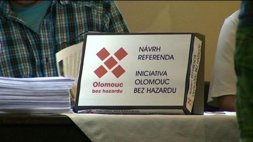 Video Deset tisíc lidí z Olomouce chce referendum o hazardu.