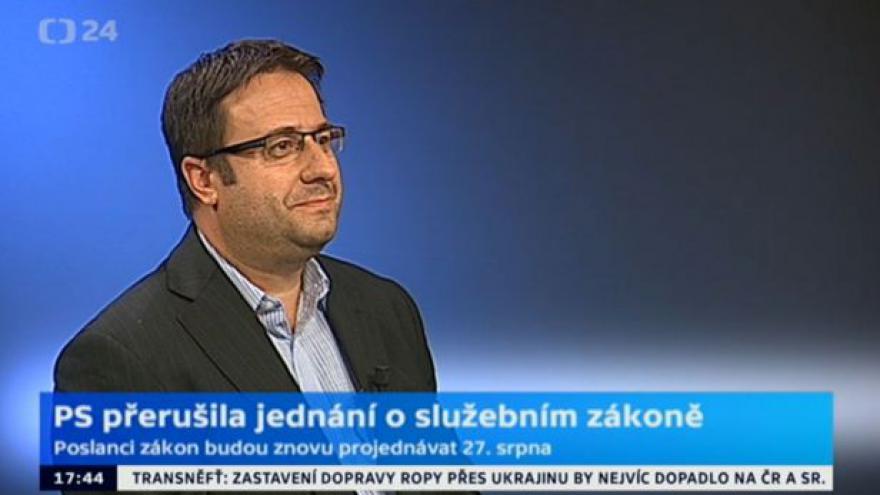 Video Politolog Petr Just: Dienstbierovo jednání poškozuje premiéra