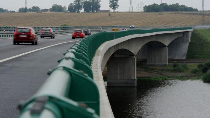 Video Reportáž: Stát nepřevzal most na dálnici D3