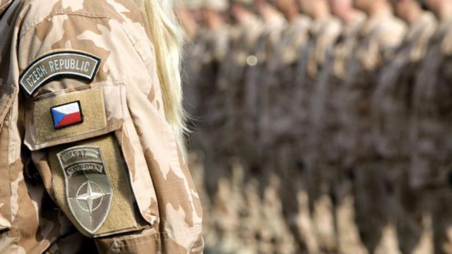 Video Sobotka se Stropnickým bilancovali situaci na obraně