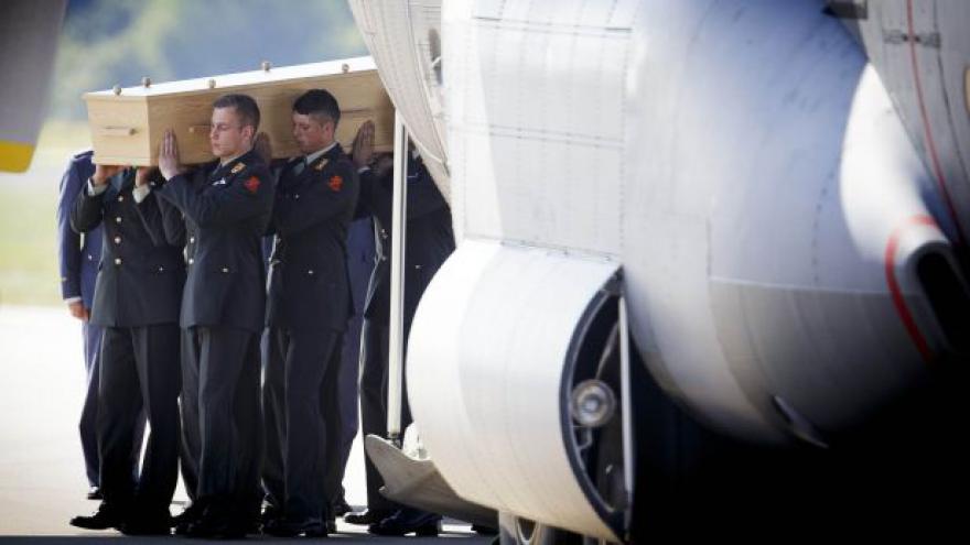 Video Události: Ostatky prvních obětí letu MH17 jsou v Nizozemsku