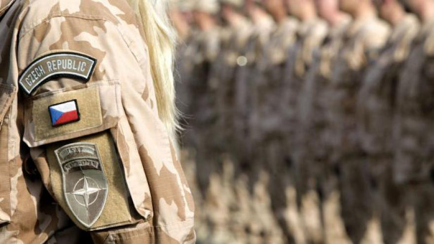 Video Váleční veteráni vzpomínají na své mise i padlé kolegy
