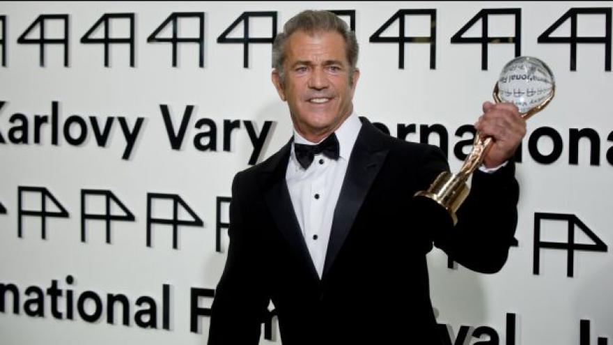 Video Mel Gibson: Lidé jsou tu přátelští. A je tu celkem horko