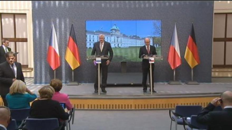 Video Brífink premiéra Sobotky a bavorského premiéra Seehofera
