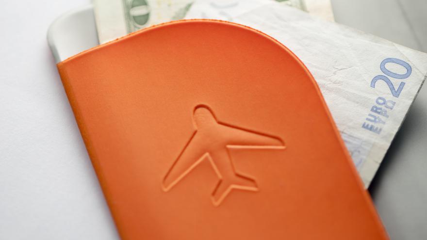 Video Ekonomika ČT24: Jak se na zákon dívají cestovky a pojišťovny?