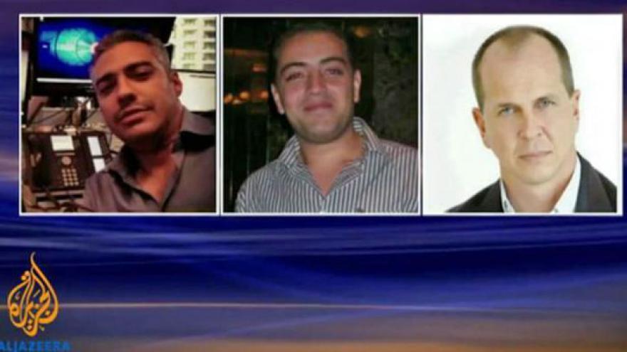 Video Káhirský soud uložil vysoké tresty trojici novinářů