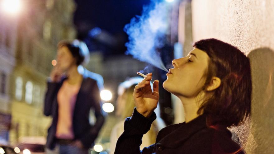 venkovní kouření videa