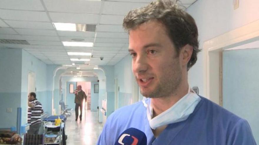 Video Český plastický chirurg pomáhá zraněným Syřanům