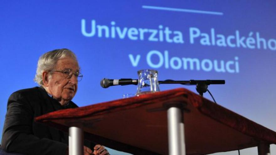 Video Noam Chomsky podle Michela Gondryho