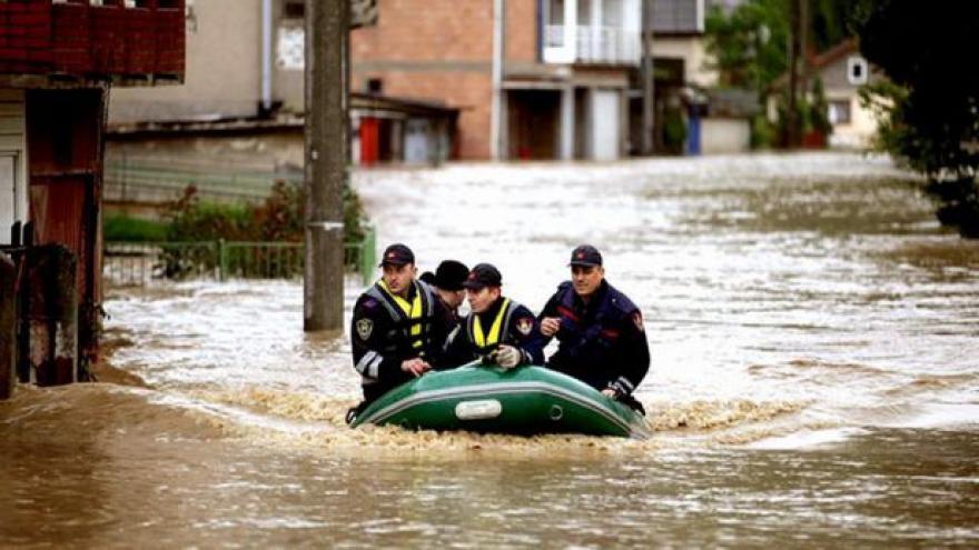 Video Záplavy v Srbsku a Bosně: Pomáhají i čeští hasiči