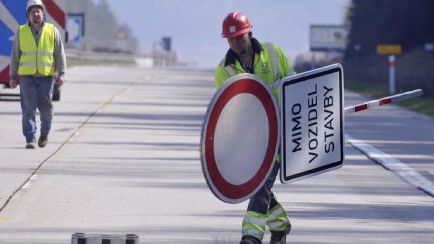 Video Analýza dopravních expertů: ŘSD zbytečně komplikuje situaci řidičů