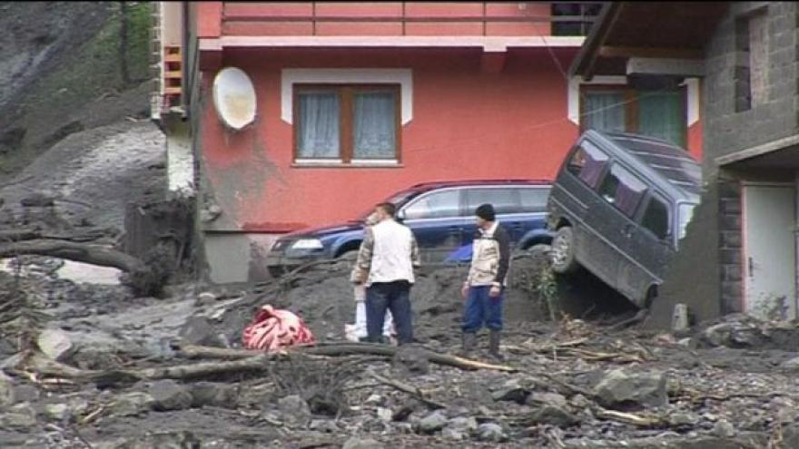 Video Povodně uštědřily Balkánu tvrdou ránu