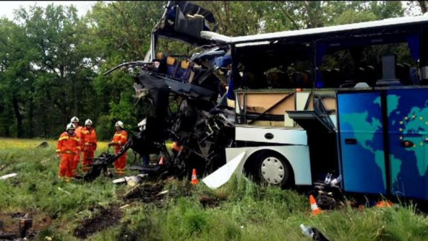 Video NO COMMENT: U Hluboké se srazil vlak s autobusem