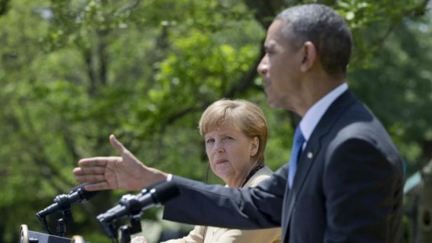 Video Obama a Merkelová pohrozili Rusku dalšími sankcemi