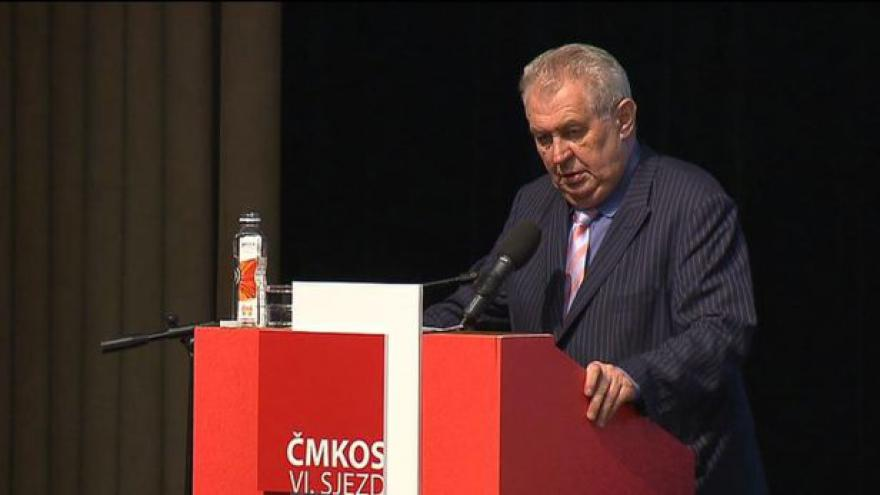 Video Zeman na sjezdu kritizoval řídnutí odborářské základny