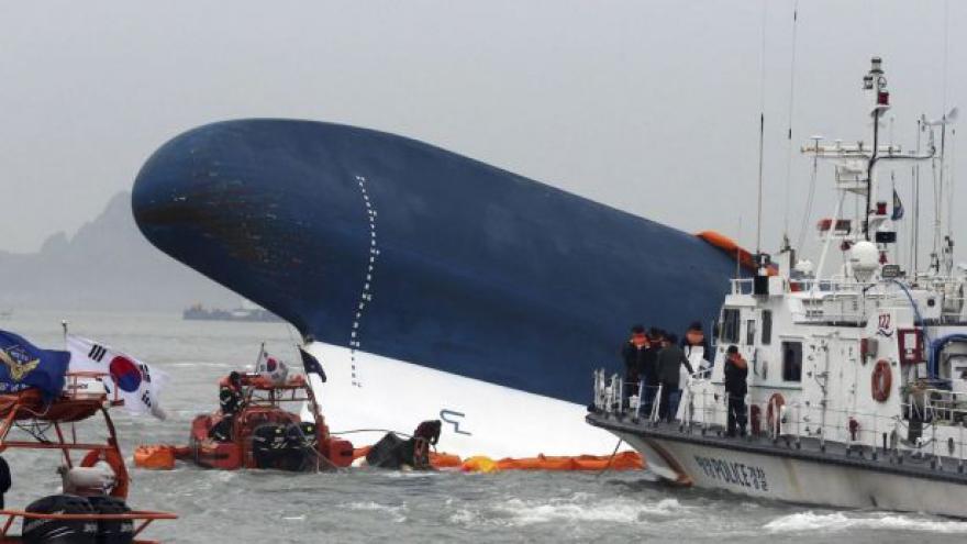 Video Kapitán jihokorejského trajektu prý brzo utekl z lodi
